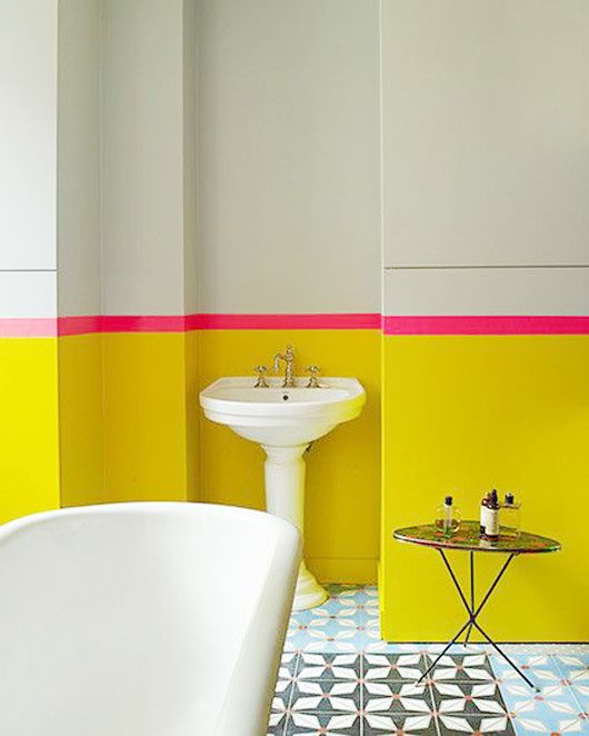 Pin Ups: bright bathroom | knittedbliss.com