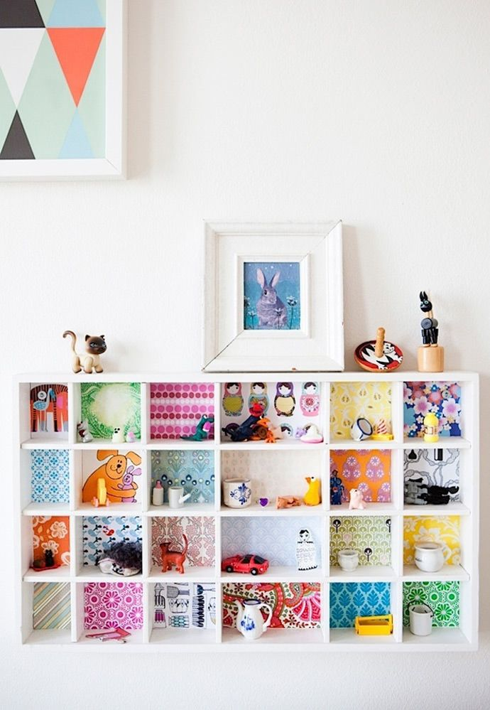 Pin Ups: colourful bookcase | knittedbliss.com