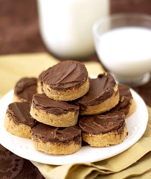 Pin Ups: homemade reese peanut butter cups| knittedbliss.com