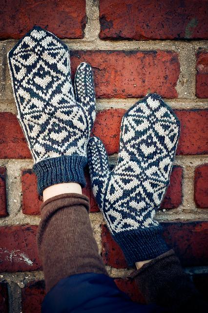 adelia mitts| knittedbliss.com
