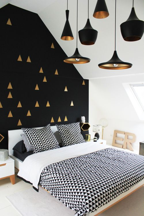 Pin Ups: BLack and Gold Triangles Bedroom | knittedbliss.com