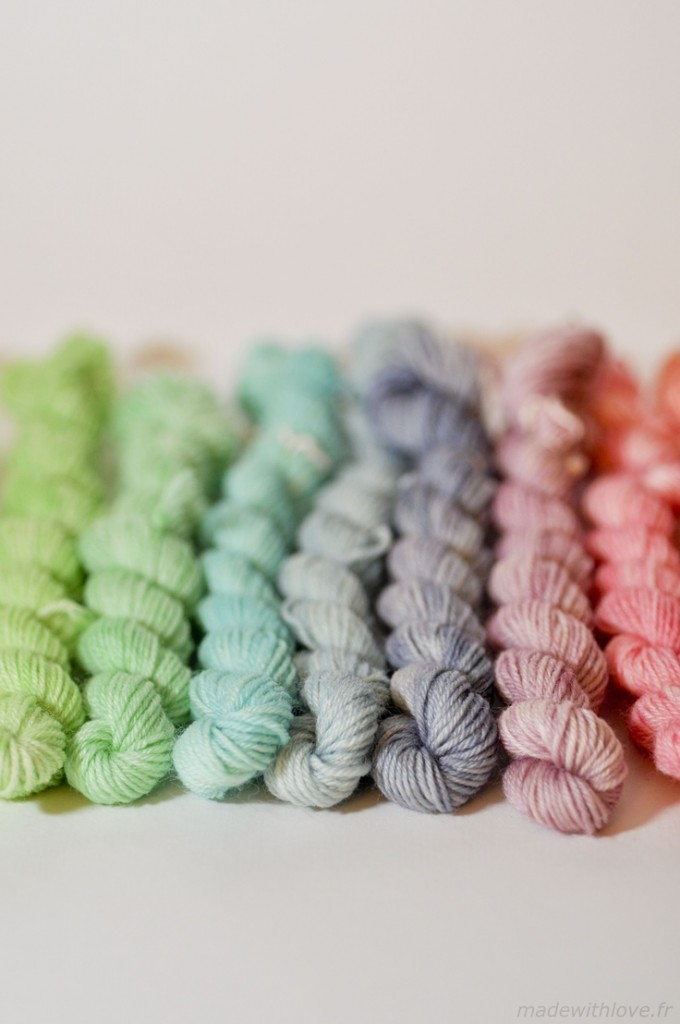 Pin Ups: dyeing yarn with food colouring| knittedbliss.com