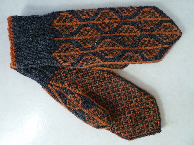 Modification Monday: Hostlov Mittens | knittedbliss.com