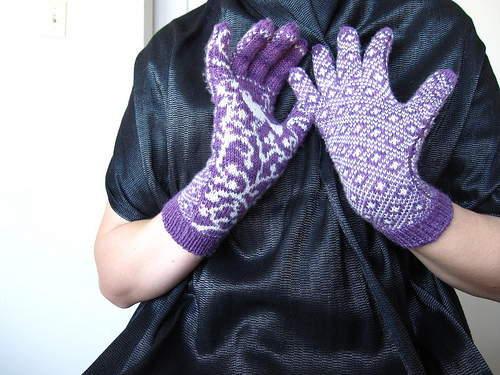 Modification Monday: Worth Two in the Bush Gloves| knitted bliss.com