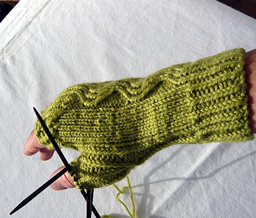 Modification Monday: Fliptop Mitts   knittedbliss.com