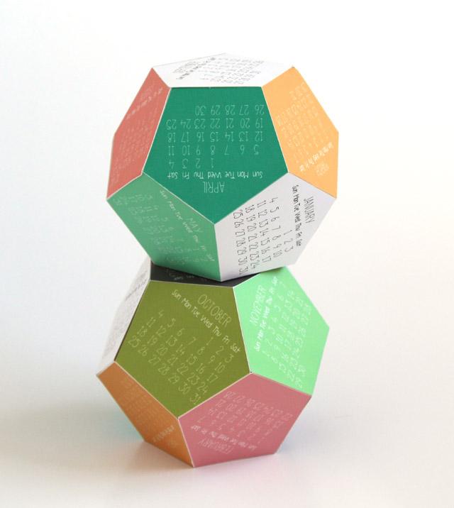 Pin Ups: Printable 3D calendar | knittedbliss.com