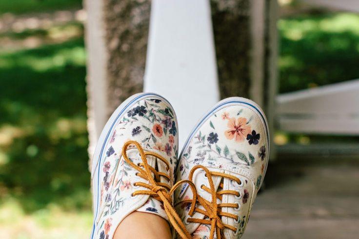 Pin Ups: DIY Floral Shoes | knittedbliss.com