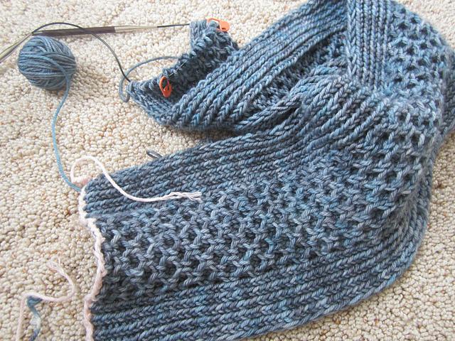 Modification Monday: Honet Stitch Cowl | knittedbliss.com
