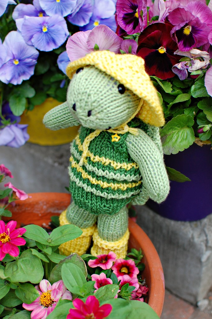 Finished Knit: Rainy Day Turtle | knittedbliss.com