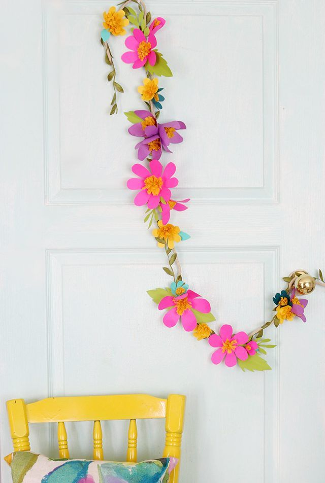 Pin Ups and Link Love: paper flower garland DIY| knittedbliss.com