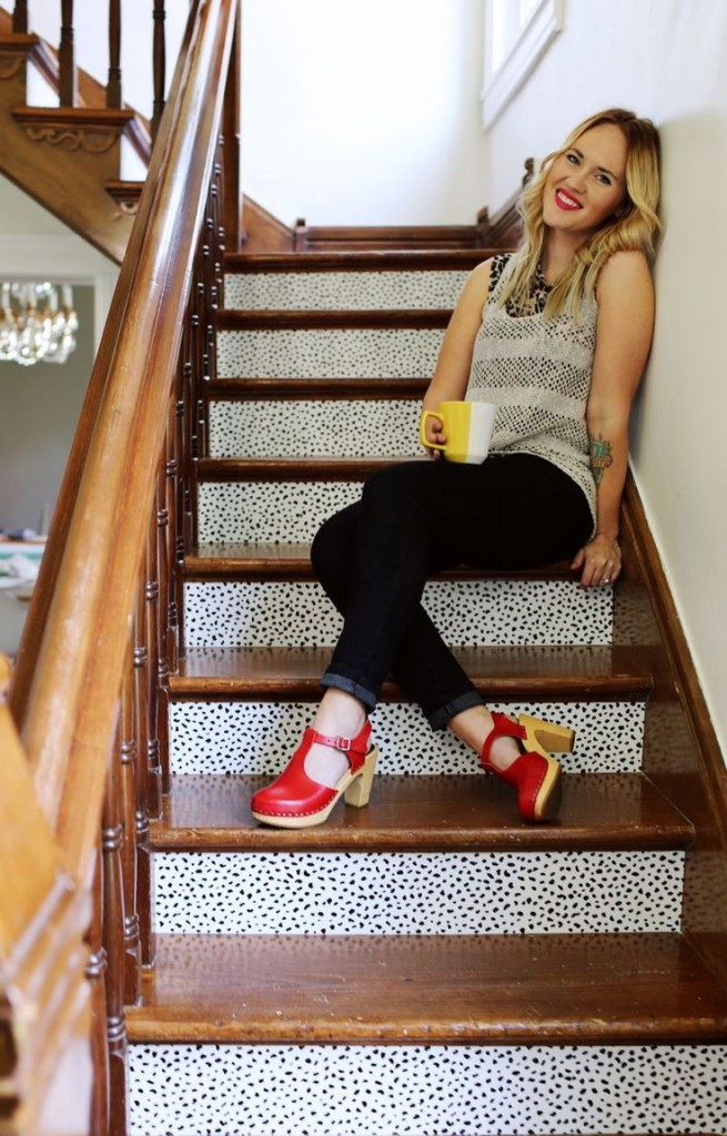 Pin Ups and Link Loves: Wallpaper Stairs| knittedbliss.com