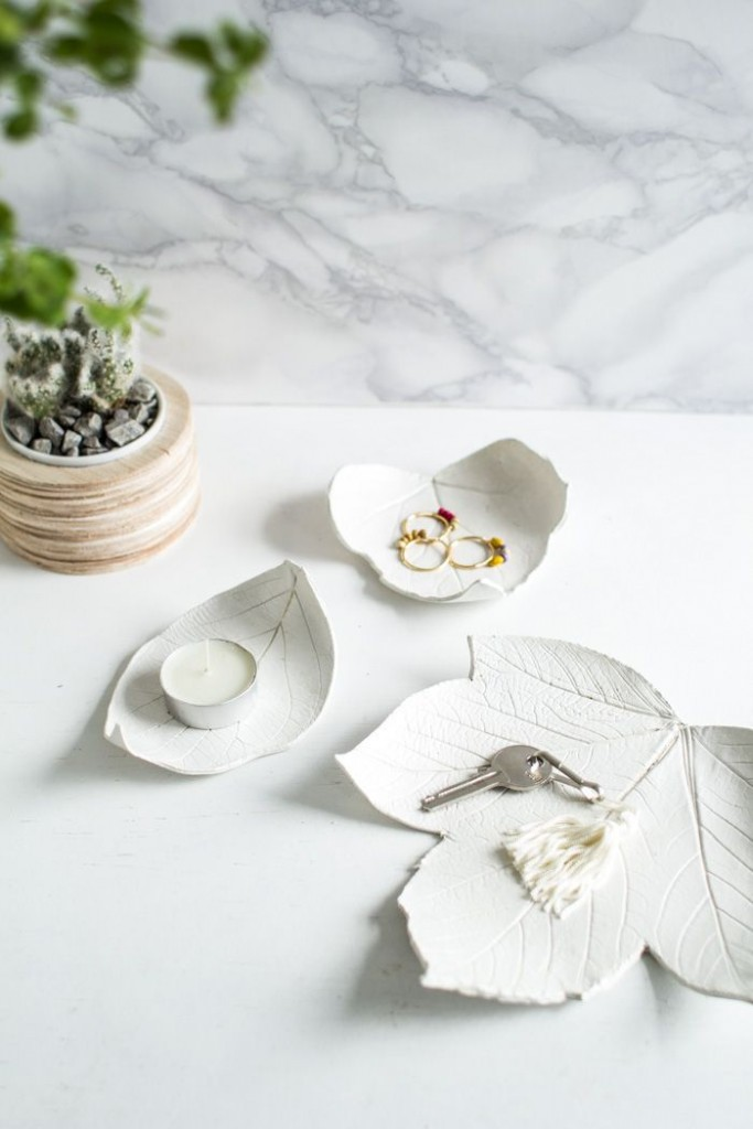 Pin Ups and Link Love: DIY Clay Leaf Dish | knittedbliss.com