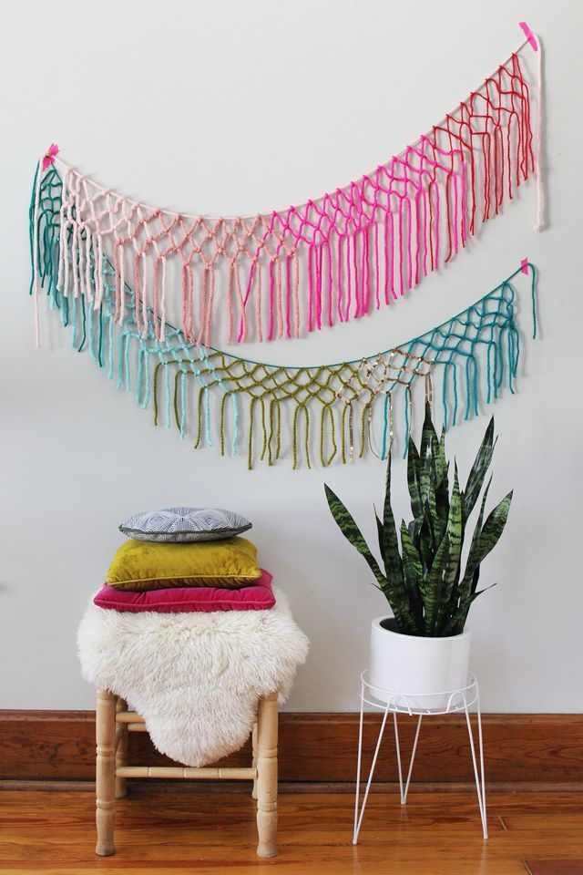 Pin Ups and Link Love: DIY Macrame Garland | knittedbliss.com