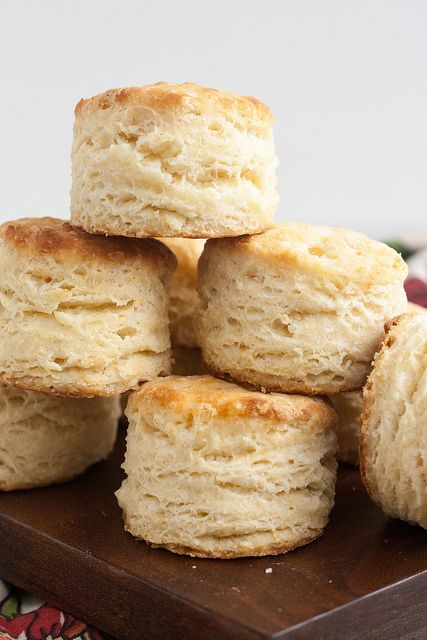 Pin Ups and Link Love: Perfect Buttermilk Biscuits | knittedbliss.com