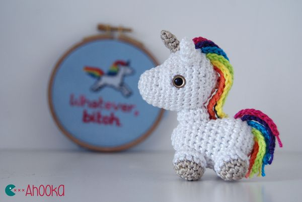 Pin Ups and Link Love: Crocheted Unicorn| knittedbliss.com