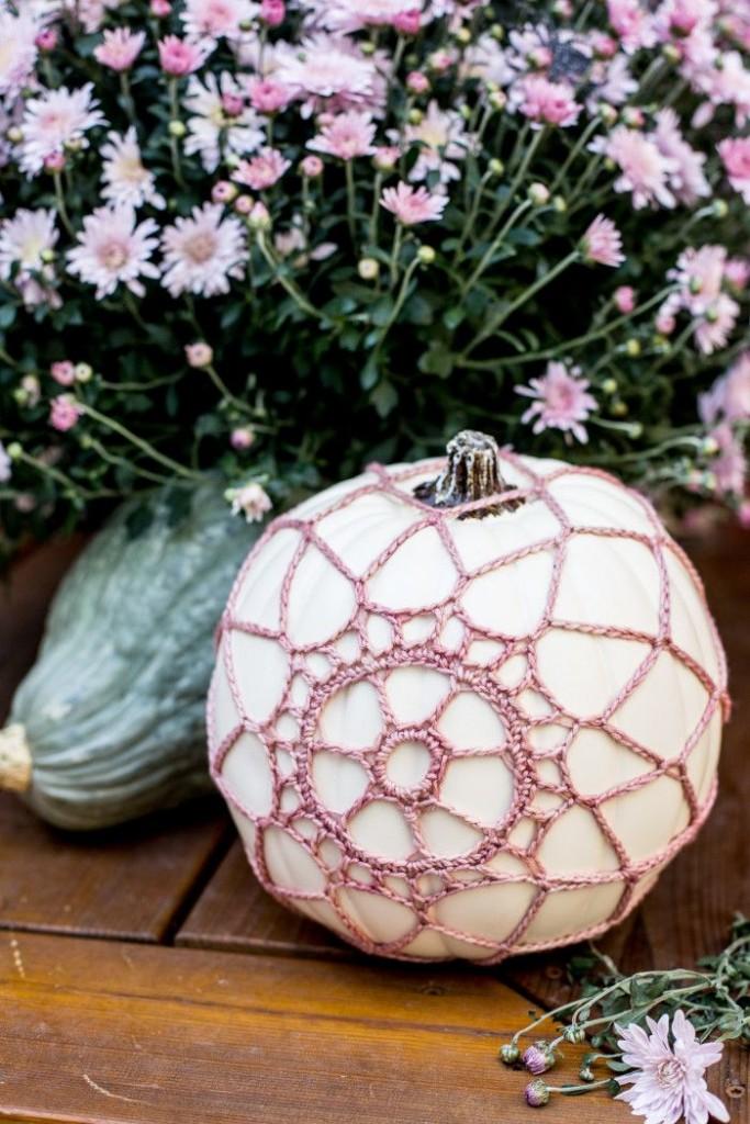 Pin Ups and Link Love: Crochet Pumpkin Cover DIY | knittedbliss.com