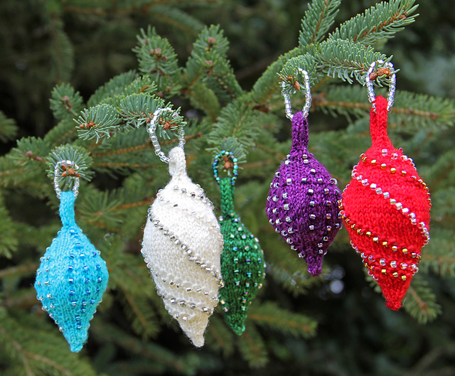 Knitting Pattern Christmas Lights : Round Up: Knitted Holiday Decorations - Knitted Bliss